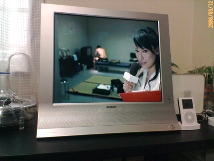 MFM-HT95でTVを見ているところ